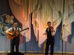 Степан Мезенцев (скрипка) и Петр Маланов (гитара) победители международных конкурсов