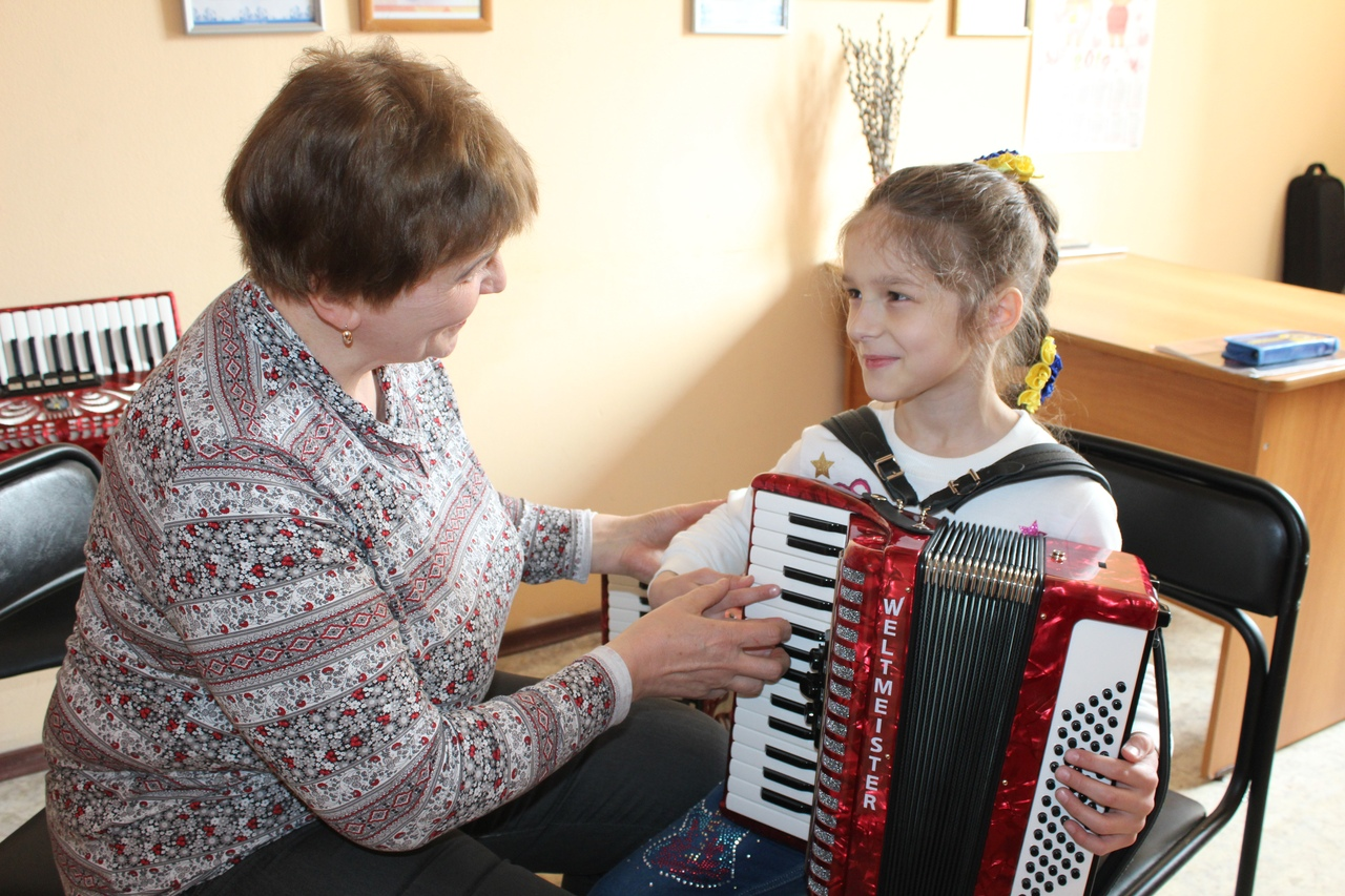 Ознакомительные занятия с детьми, которые хотели бы прийти учиться игре на русских народных инструментах